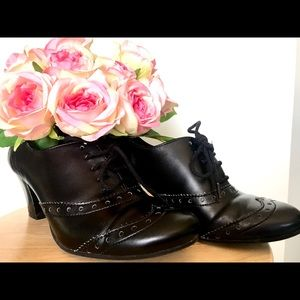 Broque style vintage inspired heeled black shoes